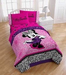 Disney-Minnie-Mouse-Diva-Comforter-TwinFull-0